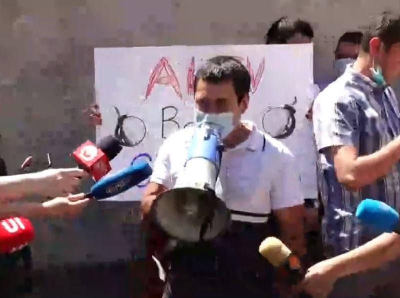 Посольство Украины в Армении облили борщом после заявления нашего МИДа (ВИДЕО)