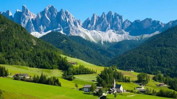 Сейф за $500 тысяч: В Швейцарии откроют высеченные в Альпах хранилища для ценностей