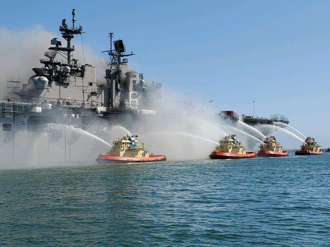 В Штатах на базе ВМС горел десантный корабль: 18 пострадавших (ФОТО, ВИДЕО)