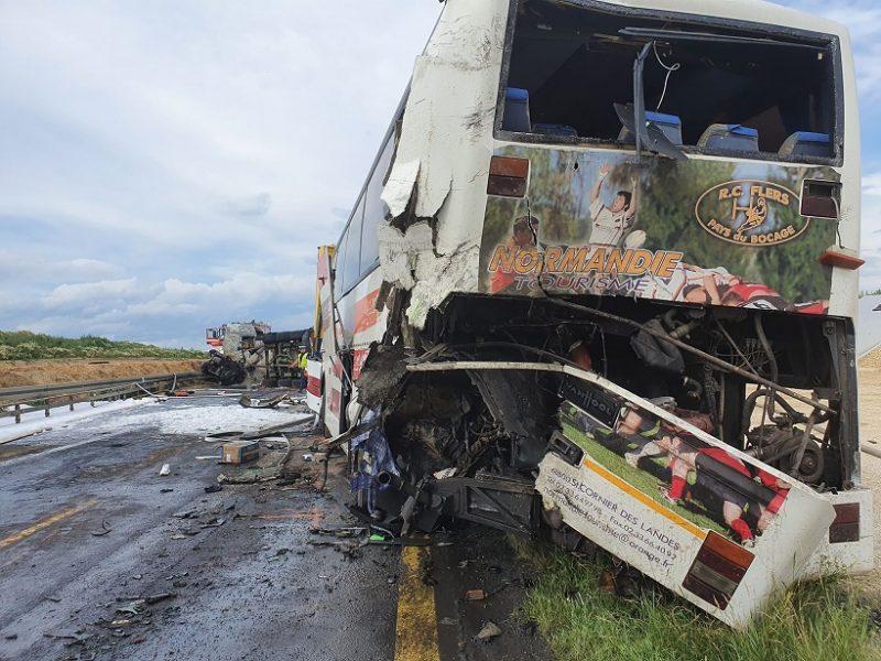 Автобус с десятками украинцев попал в серьезное ДТП в Польше (ФОТО, ВИДЕО)