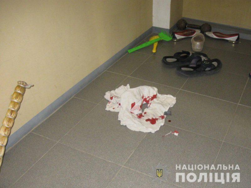В Первомайске мужчина, вооружившись молотком и ножом, напал на бывшую жену и тещу (ФОТО)