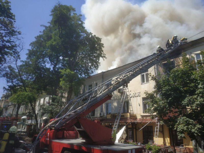 Пожар в жилом доме в центре Одессы тушили полтора часа