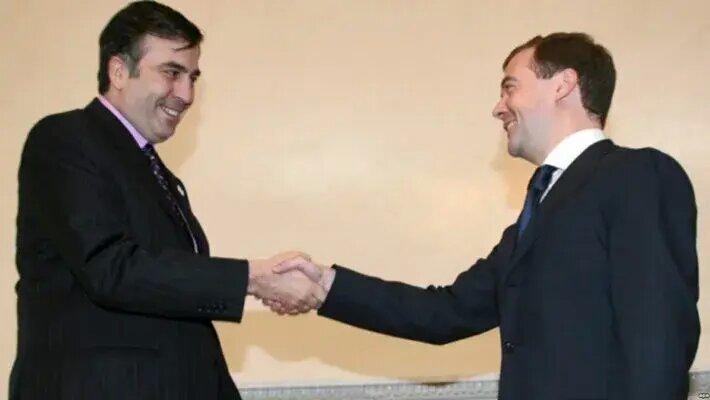 Саакашвили о бывшем премьере РФ: Фамилия Медведев, а так – букашка реально
