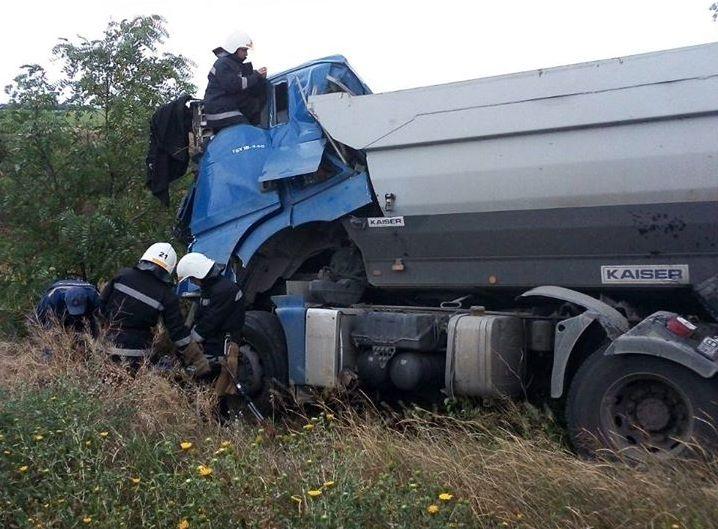 На Николаевщине полиция устанавливает причины ДТП с грузовиками, в котором погиб один из водителей (ФОТО)
