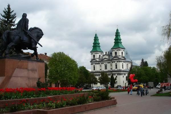 Тернополь не согласен с включением в «красную» зону: депутаты соберут сессию, а предприятия продолжат работать в обычном режиме