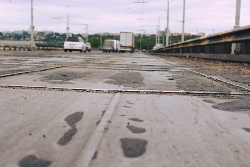 Пробки вернутся. В Николаеве с вечера снова приступят к ремонту покрытия Ингульского моста (ВИДЕО)