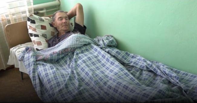 Садили на цепь, чтобы не убегал: подробности вопиющего случая на Николаевщине с 75-летним стариком (ВИДЕО)