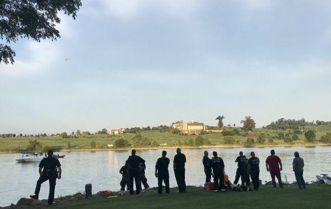 В США вертолет с четырьмя людьми на борту упал в реку