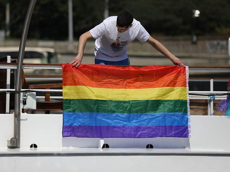 В рамках фестиваля ЛГБТ+ Prague Pride прошло лодочное шоу на Влтаве (ФОТО)