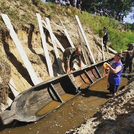 Археологи нашли древлянскую лодку в Житомирской области (ФОТО)