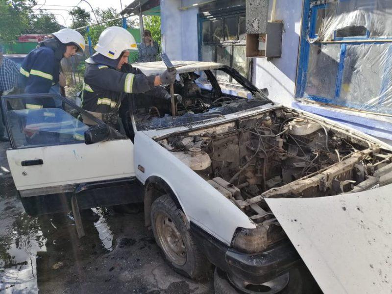 Играла со спичками в машине: в Николаевской области трехлетнюю девочку вытащили из горящей «Мазды» (ФОТО)
