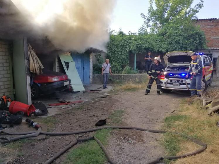 В Первомайске горел гараж – причину пока выясняют (ФОТО)