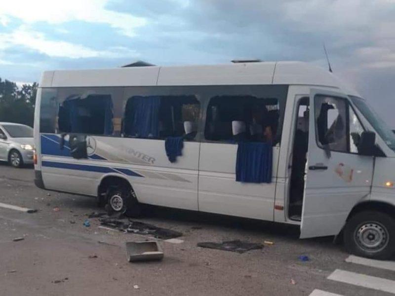 В результате обстрела автобуса в Харьковской области ранены два человека, – полиция