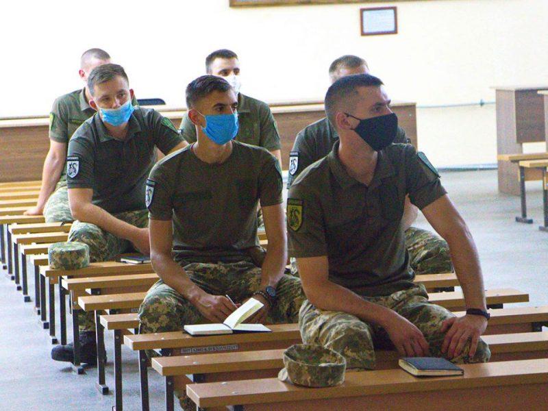 В Николаевскую бригаду морской пехоты пришли молодые лейтенанты (ФОТО)