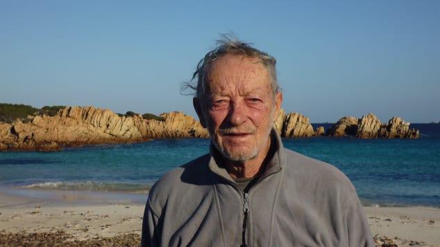 81-летнего итальянского Робинзона хотят выселить с острова (ФОТО)