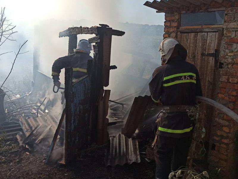 На Николаевщине горели хозпостройка и жилой дом (ФОТО)