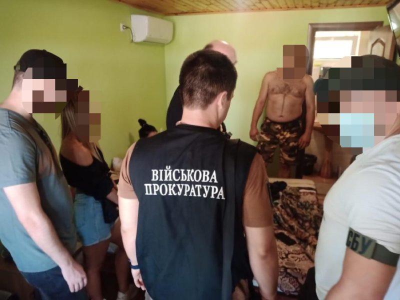 Суд взял под стражу  чиновников ВСУ за вымогательство – требовали откат 1 грн. за каждую медмаску (ФОТО)