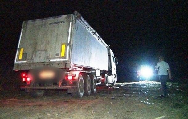 В Винницкой области задержали самосвалы с львовским мусором (ВИДЕО)