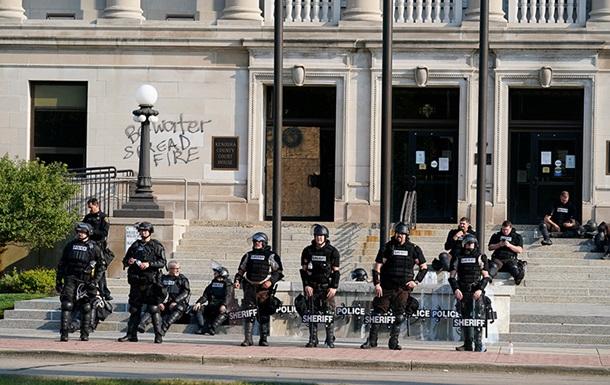 В США новые погромы из-за стрельбы полицейских в темнокожего (ВИДЕО)