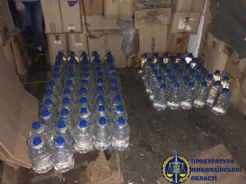 В Николаеве объявили о подозрении четырем дельцам, которые в крупных масштабах бодяжили водку и коньяк в гаражах (ФОТО)