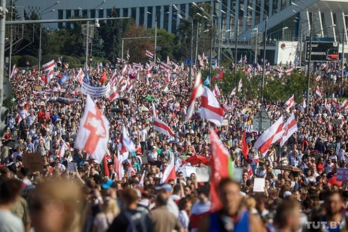 Во время протестов в Беларуси силовики стреляли в воздух и применяли слезоточивый газ (ВИДЕО)