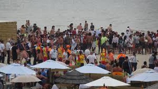 В Бельгии туристы подрались на пляже зонтами и шезлонгами