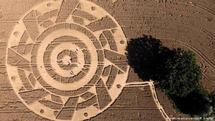 Круг на пшеничном поле в Баварии притягивает любителей эзотерики (ФОТО)