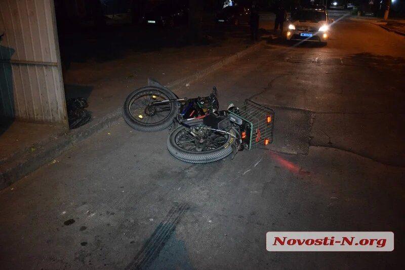В центре Николаева таксист сбил мужчину на велосипеде и сбежал (ФОТО)