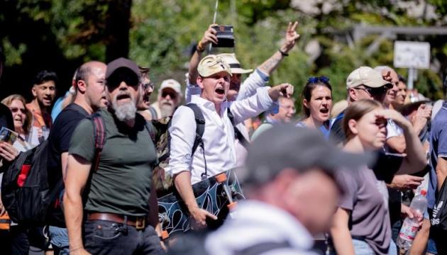 """Во время """"антикарантинного"""" митинга в Берлине пострадали 18 полицейских (ФОТО)"""