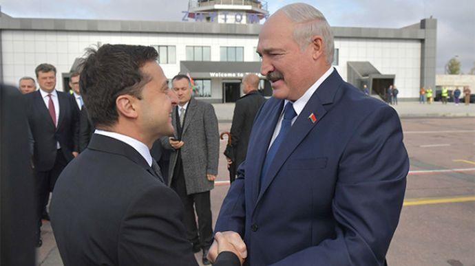 """Зеленский призвал Лукашенко найти """"мирный и демократический выход"""""""