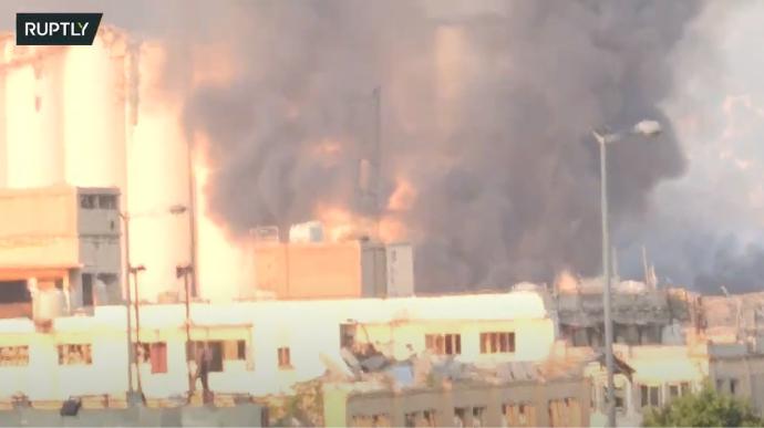 При взрыве в Бейруте погибли не менее 10 человек, сотни пострадавших: объявлен траур
