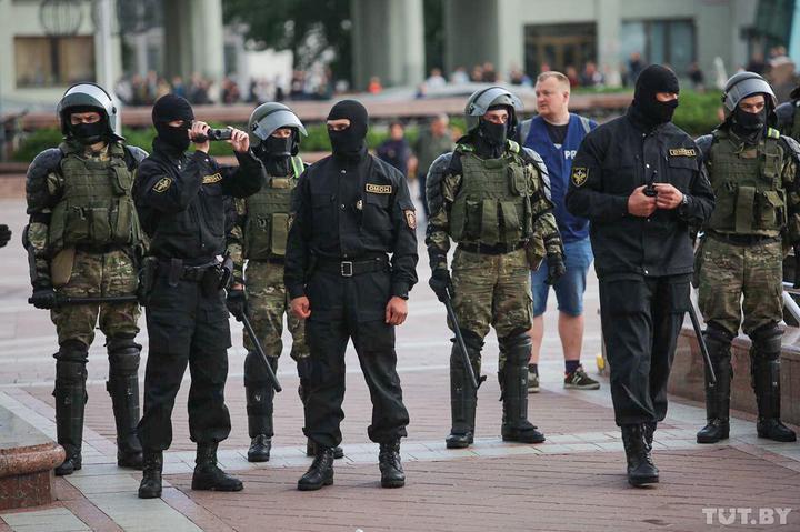 Правозащитники сообщают о почти 100 задержанных во время акции в Минске