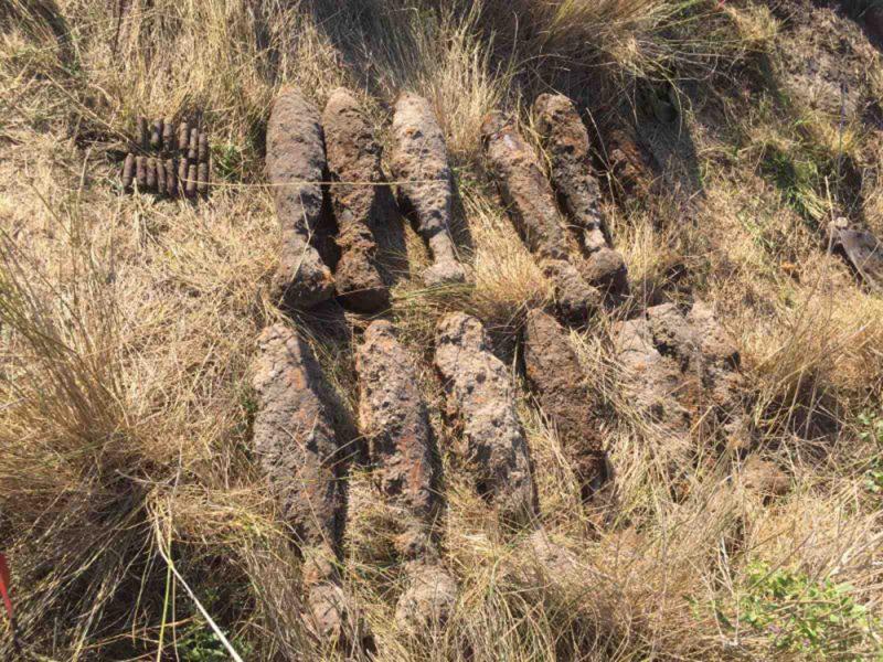 Николаевские спасатели обезвредили 27 артснарядов и мин, найденных на Кинбурнской косе