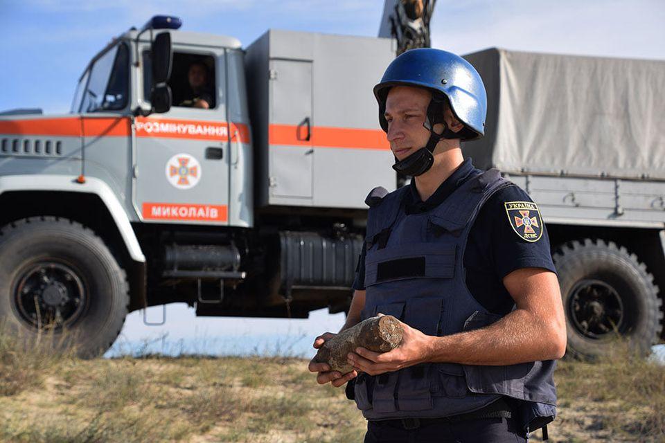 На Николаевщине пиротехники ГСЧС обезвредили 81 взрывоопасный предмет, найденный на Кинбурнской косе (ФОТО, ВИДЕО) 1