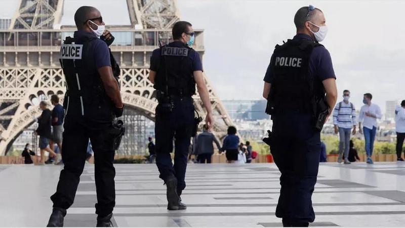 В Париже ищут хозяина чемодана с 0,5 млн.евро