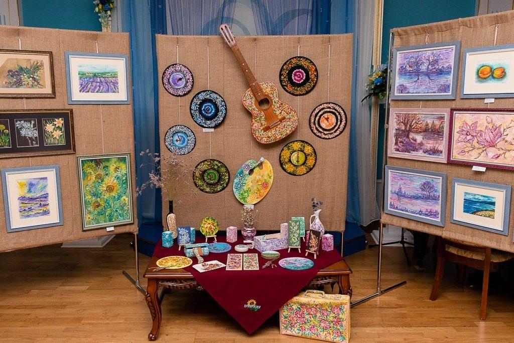 В Николаеве открылась выставка «Цветная мелодия души» Стефании Чаплыгиной (ФОТО) 1