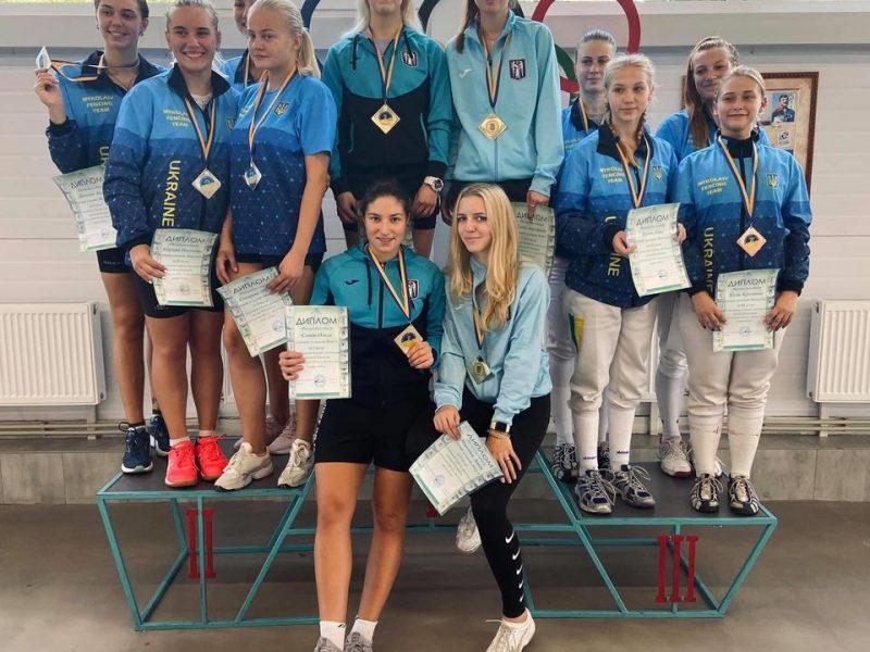 Юные николаевские рапиристы добыли медали чемпионата Украины