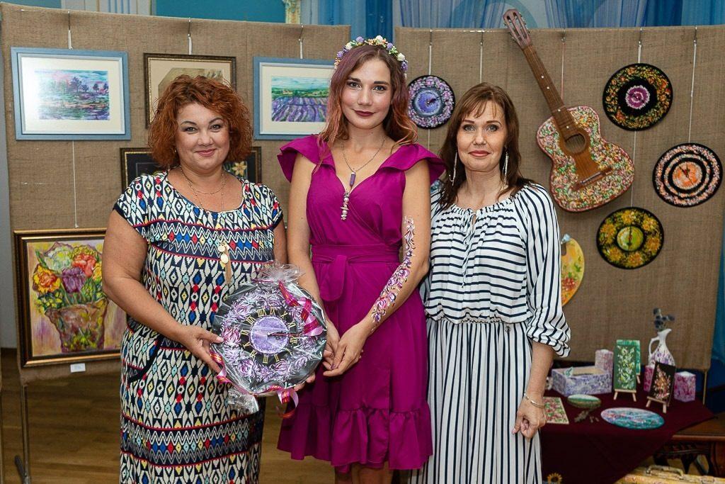 В Николаеве открылась выставка «Цветная мелодия души» Стефании Чаплыгиной (ФОТО) 19