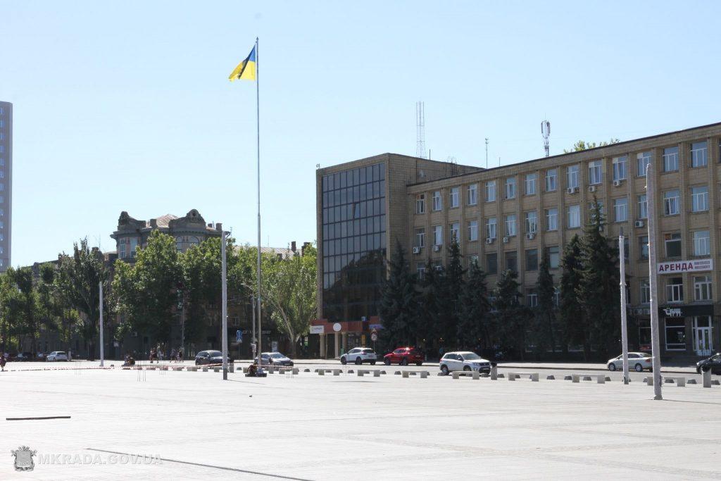 На Соборной площади установили 16-метровые опоры освещения и готовятся к укладке светодиодной брусчатки (ФОТО) 1