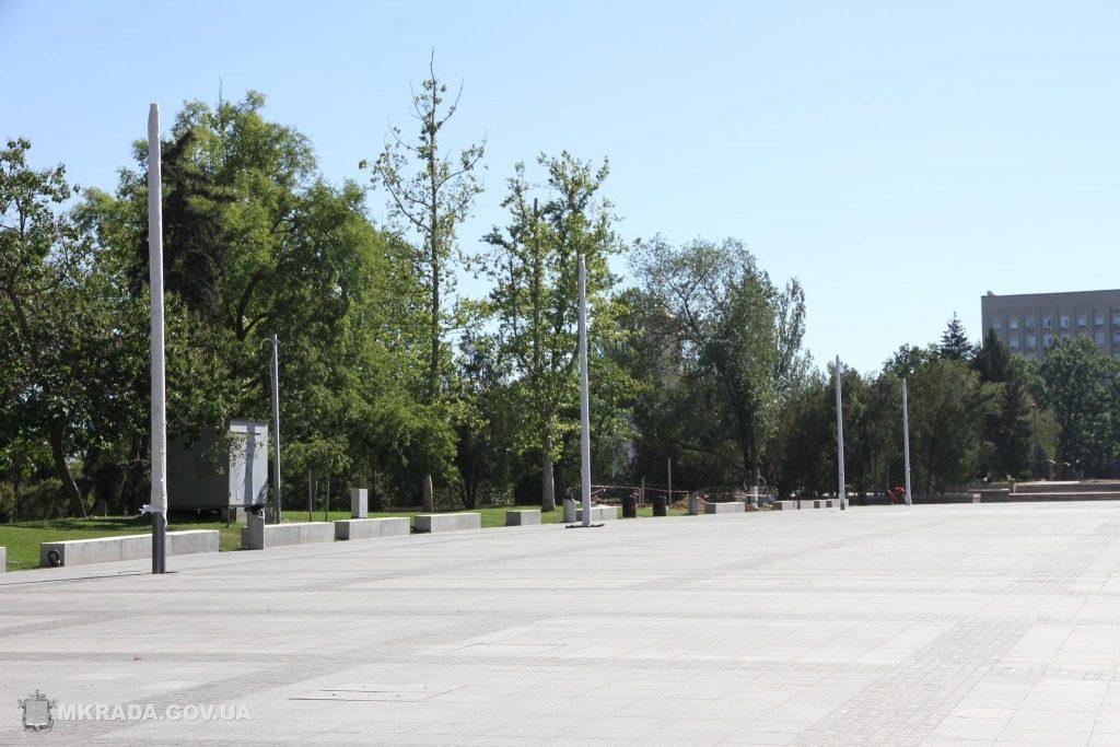 На Соборной площади установили 16-метровые опоры освещения и готовятся к укладке светодиодной брусчатки (ФОТО) 3