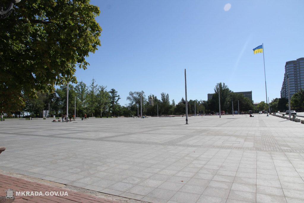 На Соборной площади установили 16-метровые опоры освещения и готовятся к укладке светодиодной брусчатки (ФОТО) 5