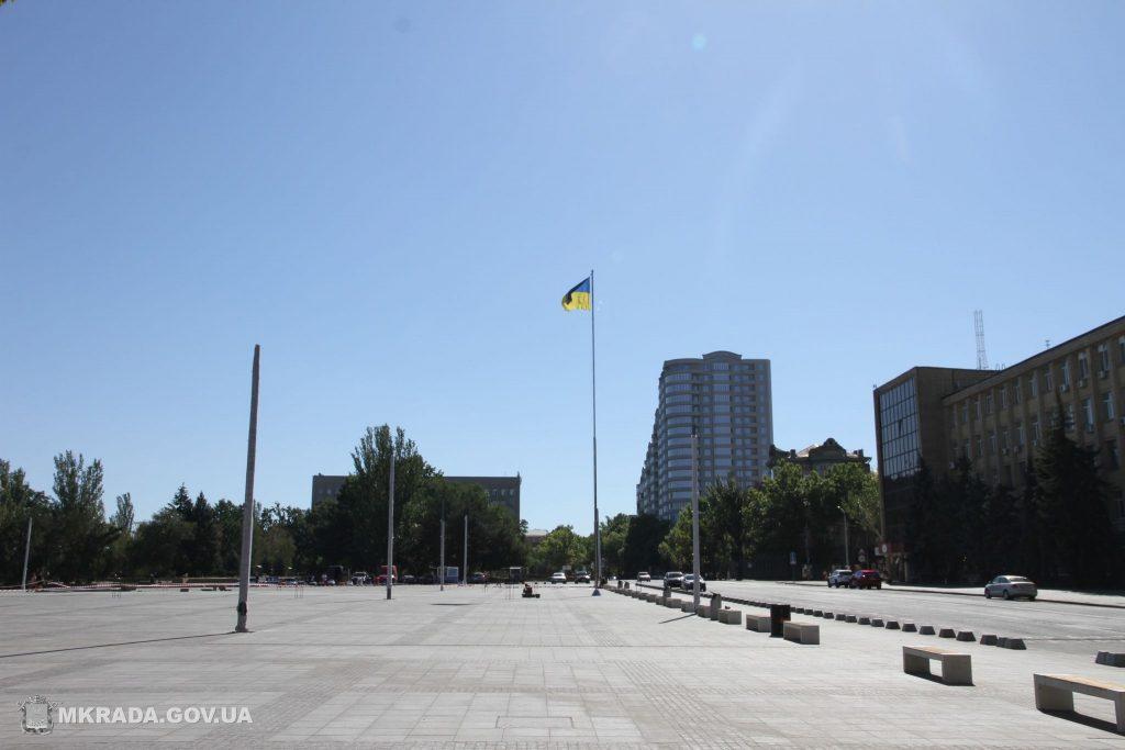 На Соборной площади установили 16-метровые опоры освещения и готовятся к укладке светодиодной брусчатки (ФОТО) 9