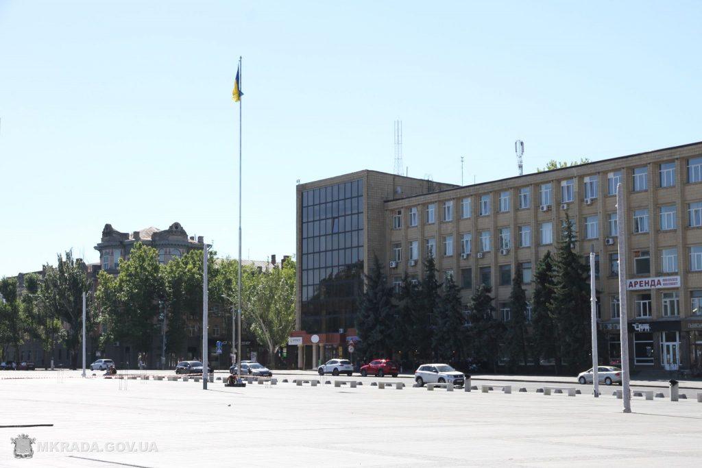 На Соборной площади установили 16-метровые опоры освещения и готовятся к укладке светодиодной брусчатки (ФОТО) 11