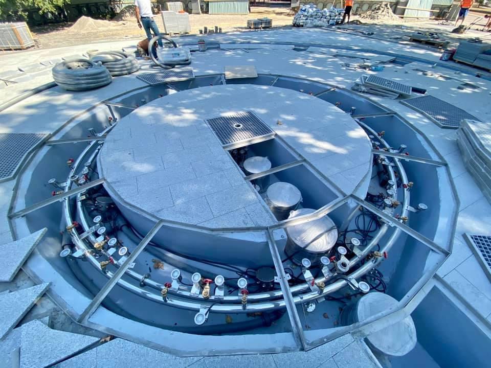 Департамент ЖКХ показал, как «ударными темпами» делает фонтан в Сердце города (ФОТО) 1