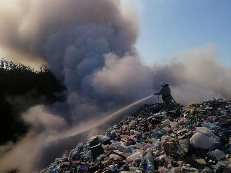 В Южноукраинске потушили пожар на свалке бытовых отходов