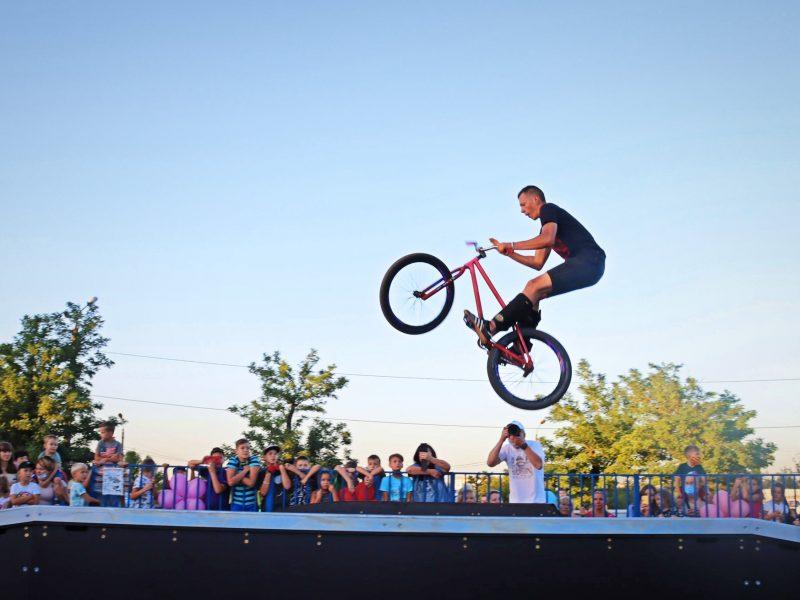 Ко Дню рождения города на Херсонском шоссе открыли современный скейт-парк (ФОТО)