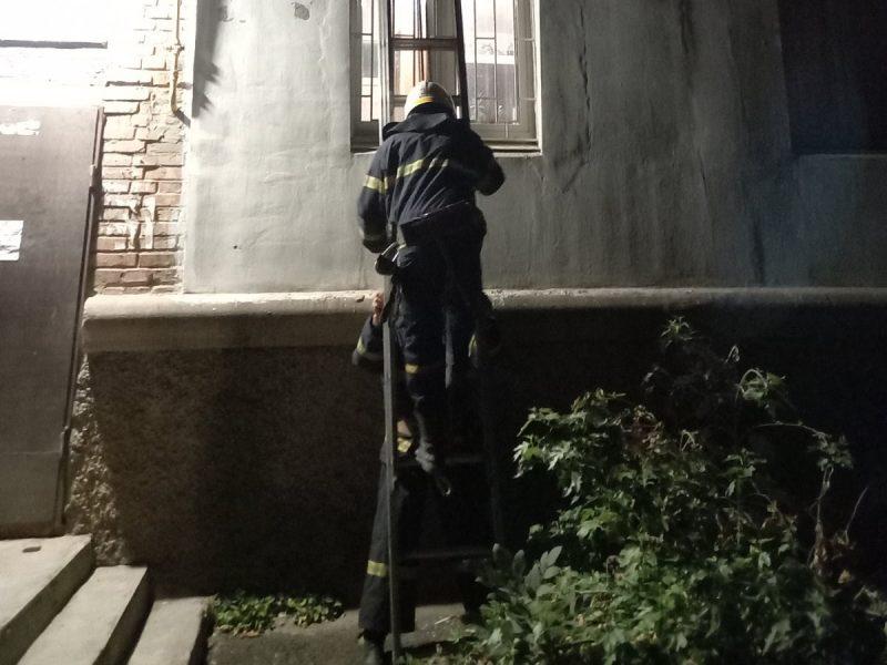 В Николаевской области двое женщин не могли попасть домой, потому что их дети крепко спали