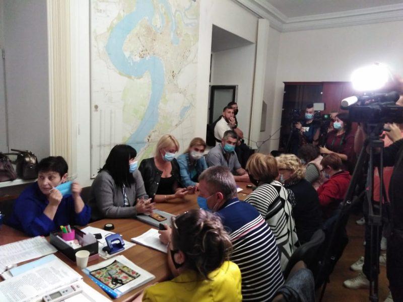 """Николаевский горизбирком не принял никакого решения по спискам кандидатов в горсовет от двух партий и сказал """"да"""" одной"""