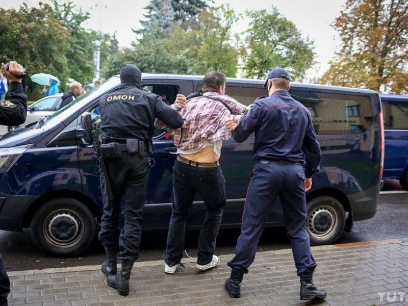 Минск: студенты и преподаватели вузов требуют отставки Лукашенко, есть задержанные (ФОТО, ВИДЕО)