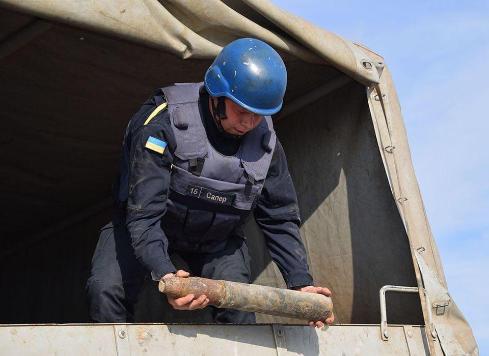 На Николаевщине пиротехники ГСЧС обезвредили 81 взрывоопасный предмет, найденный на Кинбурнской косе (ФОТО, ВИДЕО) 3